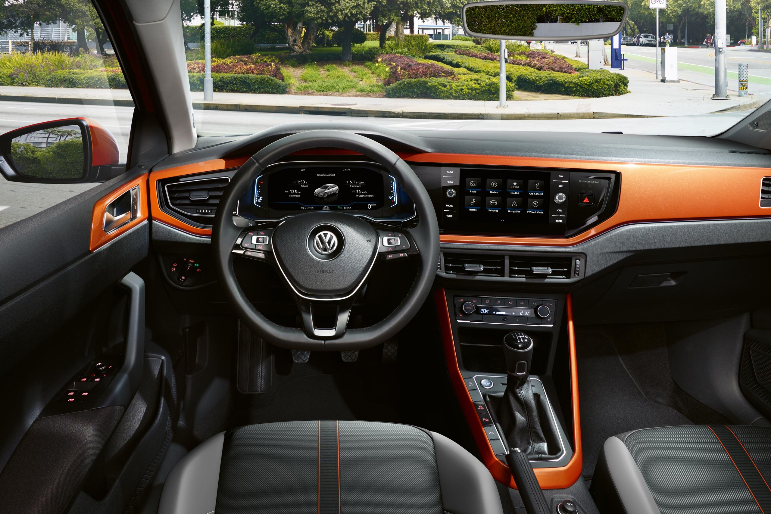 VW Polo orange interior bord
